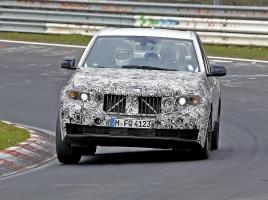 表情一変!BMW X5次期型、ニュルで高速テストをスタート!