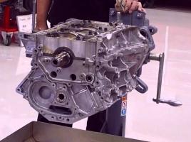 日産の名エンジンVQ35を解体!中はどうなっている?【動画】