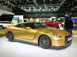 リオ五輪日本がんばれ!金メダルのゴールドカラーをまとった車たち