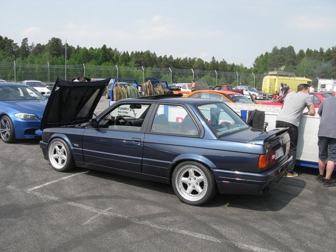 BMW 3シリーズ E30型325i