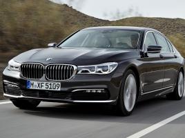 BMW 7シリーズの130kg軽量化を実現させた新素材「CFRP」とは?そのメリット・デメリット