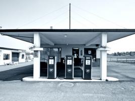 20年連続減少!地方都市でガソリンスタンド激減する2つの理由とは?