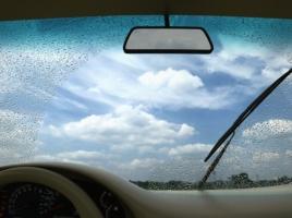 梅雨前に対策したい!雨でも視界を保つための予防策とは?