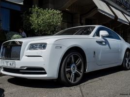 ロールス・ロイスの中古車はいくらで買えるか。維持費は?