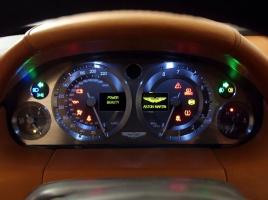 インテリアデザインはメーターパネルのクオリティで決まる。イギリス車4台のメーターパネルを比べてみた。