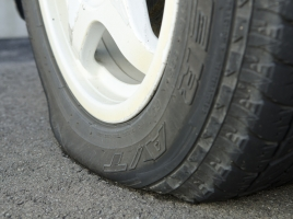 タイヤを1本だけ新品に交換して走っても大丈夫?起こりうる問題と対策