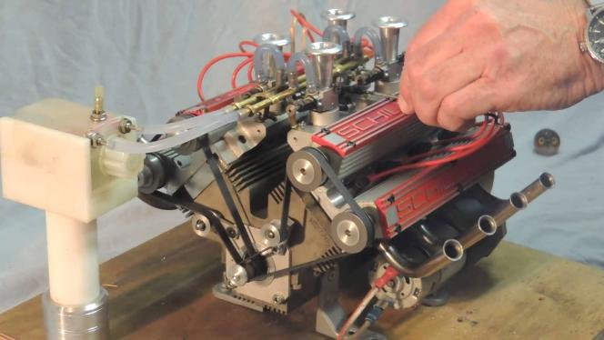 V8エンジン ミニチュア