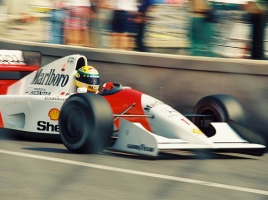 レーシングドライバーのペダルワークは何が凄いのか?