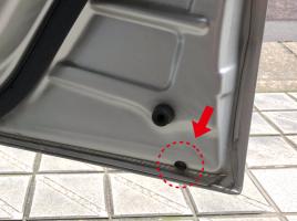 ドアの下部にある小さな穴、なんのためにあるの?