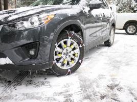 タイヤチェーンを装着した車は、時速何キロまで出していいの?
