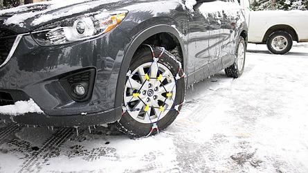 4WD車の場合、タイヤチェーンは前輪後輪どちらに巻けばいいの?