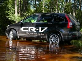 SUVの真骨頂!オフロードはどの程度走れるのか?CX-5とCR-Vを比較
