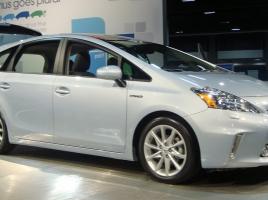 車の前期型と後期型、どちらを選ぶのがお得なの?