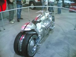 時速676km!世界最速の市販オートバイ、ベスト5!
