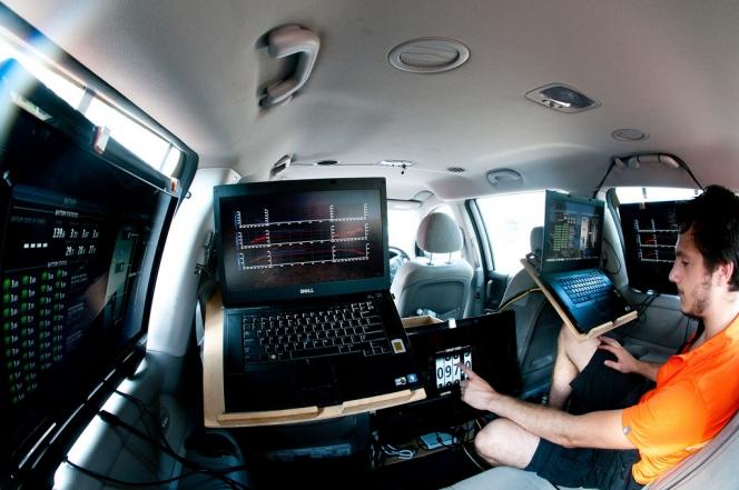 車のコンピューター(イメージ)