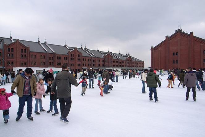 赤レンガ スケート