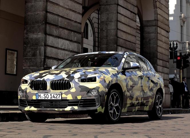 BMW X2 カモフラージュ