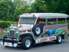 フィリピンの名物!ド派手乗合バス「ジープニー」を知っていますか?