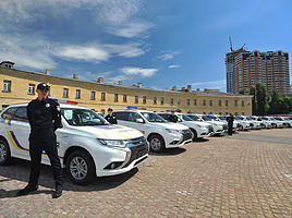 アウトランダーPHEVやスバルXVなど…海外で活躍する日本車パトカーたち