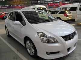 上質なコンパクトカー トヨタ ブレイドの概要と中古車市場は?