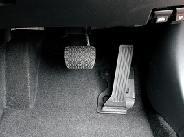 マツダだけ!? なぜ日本車はオルガン式アクセルペダルの普及が少ないのか?