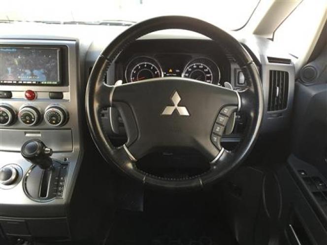 三菱デリカ D:5 4WD インパネ回り