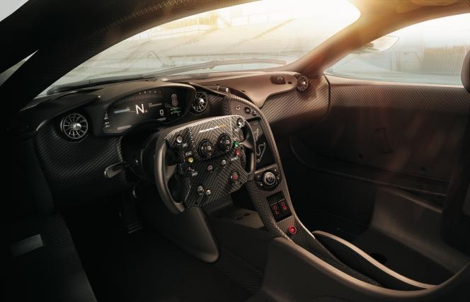 アヘッド McLAREN P1 GTR 運転席