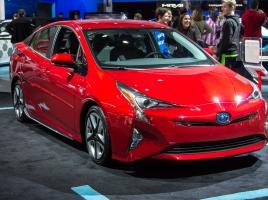 なぜ国内の新車販売台数は落ち込み続けるのか?