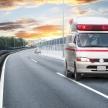 高速道路走行中に後ろから救急車!すぐに路肩に止めるべき?対応法は?