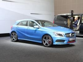 メルセデス•ベンツ Aクラスとはどんな車?新車価格や中古車情報、評価について