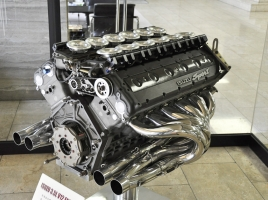 燃費、CO2、環境なんて考えるな!V12気筒エンジンは車好きのロマン