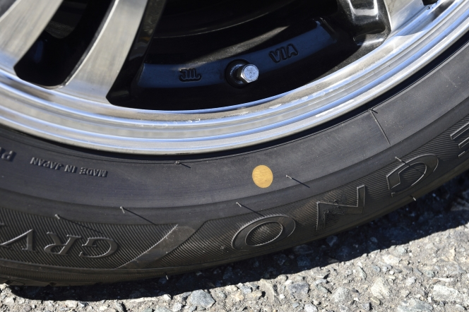 タイヤ 黄色マーク