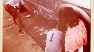 car wash family(camera:Alastair Vance)