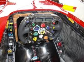 【画像】一体何個ボタンがあるの?フェラーリ等のF1ハンドルを比べてみた