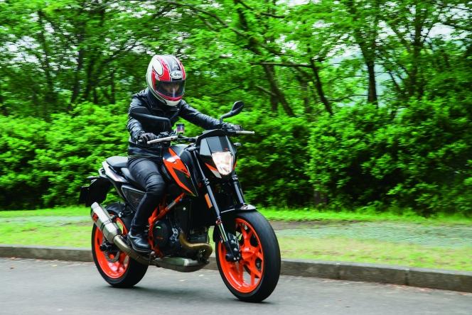 アヘッド バイク 女性