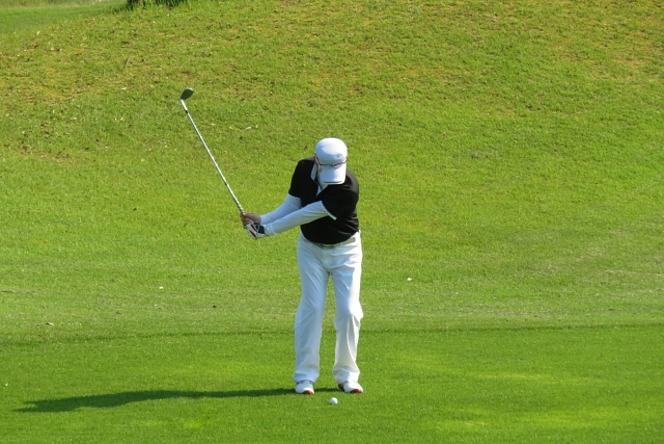 ゴルフ アプローチショット