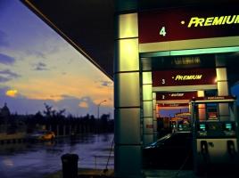 車のガソリンは常に満タンにしておくべきなのか?