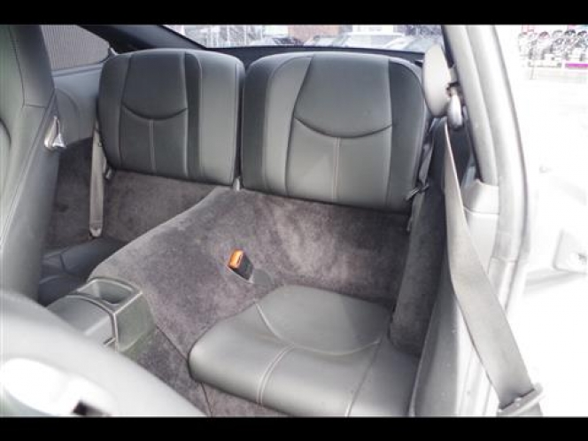 カレラ中古車①後部座席
