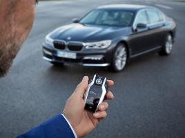 これからはリモコン一つで駐車が可能?BMW 7シリーズに「リモート・コントロール・パーキング」搭載!