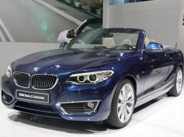 BMW 2シリーズ カブリオレ発表!1シリーズとはどう変わった?