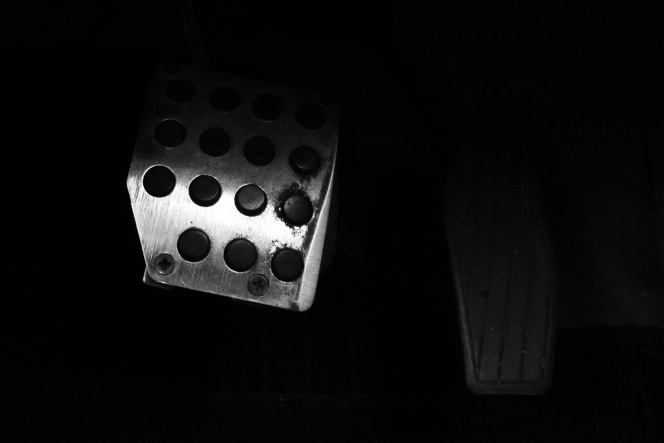 クラッチペダル
