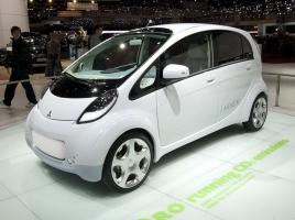 1回の充電で最長180km!未来の車、三菱i-MiEV