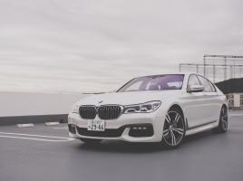 PHEVやディーゼルも?軽量カーボン使用ボディに先進技術満載「BMW 7シリーズ」って?