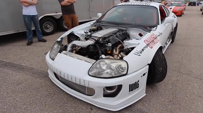 ヴァイパーのエンジンにスワップされたスープラ