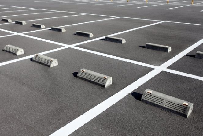 タイヤ止め 駐車場