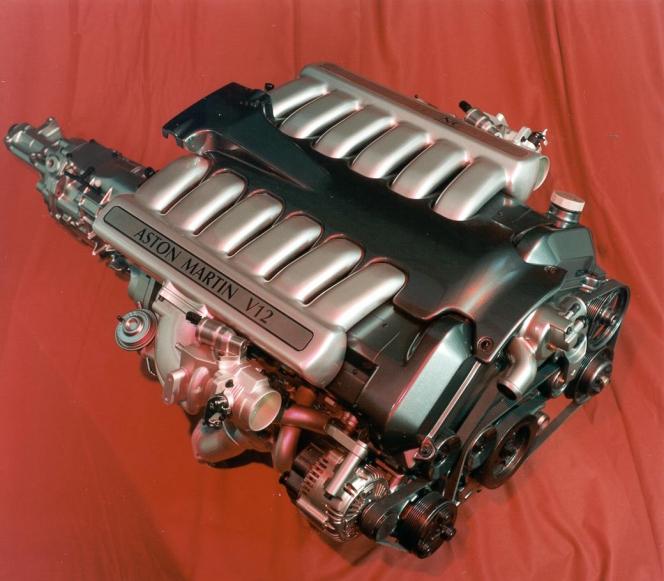 アストンマーティン V12エンジン