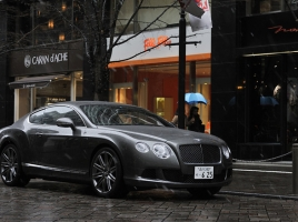ロールス・ロイスと並ぶ高級車…ベントレーの魅力とは?