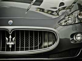 今、セレブ大注目!人気急上昇中のスポーツカーメーカー「マセラティ」とは?