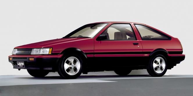 トヨタ カローラレビン AE86 4代目