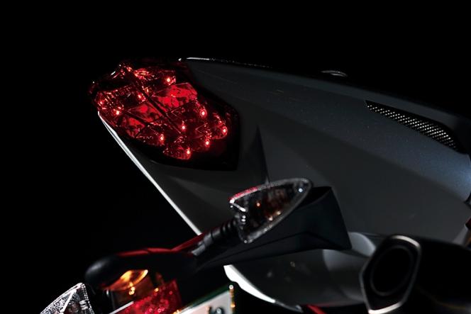 アヘッド 熟成の域に達した3気筒の雄 Triumph DAYTONA 675R